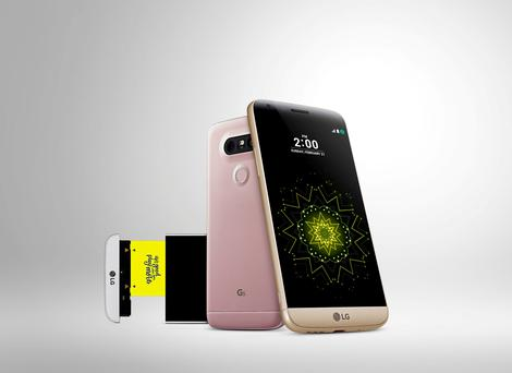 The new LG G5 comes with a removable battery slot and additional features such as a camera and a speaker that can be slotted into this area with the battery at the base of the phone.