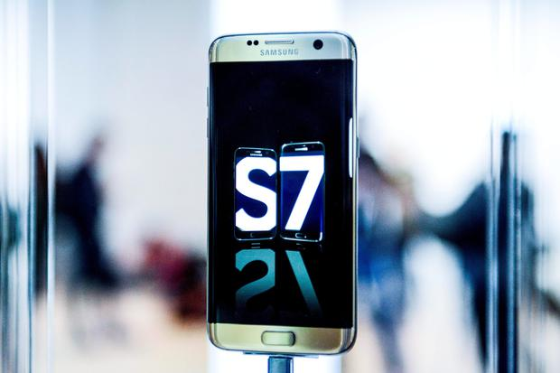 A Samsung Galaxy S7 during its worldwide unveiling on February 21, 2016 in Barcelona, Spain. The annual Mobile World Congress will start tomorrow February 22 hosting some of the world's largst communication companies, with many unveiling their last phones and gadgets. (Photo by David Ramos/Getty Images)