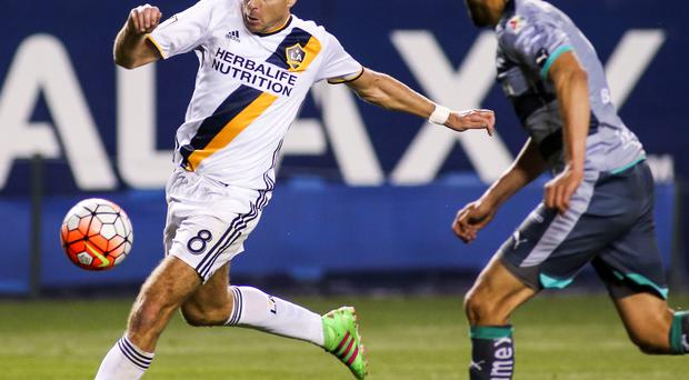 Los Angeles Galaxy midfielder Steven Gerrard, left, controls the ball against Santos Laguna defender Nestor Araujo during the second half of a CONCACAF Champions League soccer quarterfinal in Carson, Calif., Wednesday, Feb. 24, 2016. The game ended in a 0-0 draw. (AP Photo/Ringo H.W. Chiu)