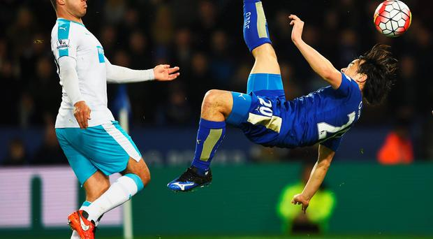 Shinji Okazaki of Leicester City scores their first goal with an overhead kick as Steven Taylor of Newcastle United looks on during the Barclays Premier League match between Leicester City and Newcastle United at The King Power Stadium on March 14, 2016 in Leicester, England. (Photo by Laurence Griffiths/Getty Images)