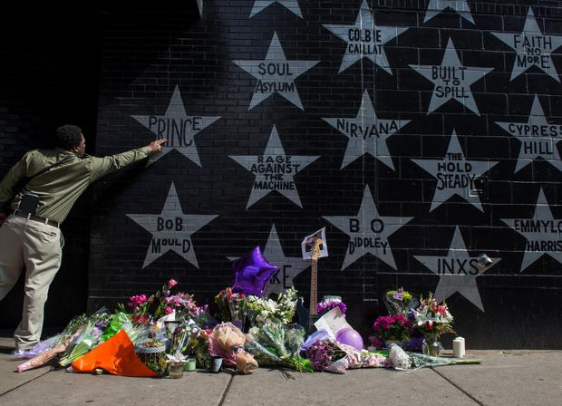 A man touches the Prince star on the wall outside the First Avenue nightclub on April 21, 2016 in Minneapolis, Minnesota. Prince died earlier today at his Paisley Park compound at the age of 57. (Photo by Stephen Maturen/Getty Images)