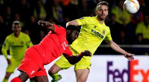 Liverpool's Ivorian defender Kolo Toure (L) vies with Villarreal's forward Roberto Soldado during the UEFA Europa League semifinals first leg football match Villarreal CF vs Liverpool FC at El Madrigal stadium in Vila-real on April 28, 2016. AFP/Getty Images