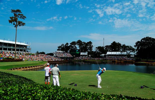PONTE VEDRA BEACH, FL - MAY 13: Rory McIlroy of Northern Ireland plays his shot from the 17th tee during the second round of THE PLAYERS Championship at the TPC Stadium course on May 13, 2016 in Ponte Vedra Beach, Florida. (Photo by Richard Heathcote/Getty Images)