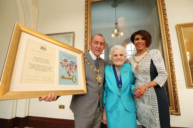 Lord Mayor Arder Carson pictured with Belfast Nurses at the Freedom of the City ceremony held in Belfast City Hall tonight (Wed 25 May) He is pictured with Nurses Kathleen Robb (centre) and Fiona Devlin with framed scrolls marking the Freedom of the City being granted to Belfast nurses Photo by Kelvin Boyes / Press Eye.