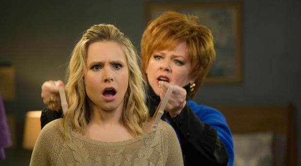 Kristen Bell as Claire Rawlings and Melissa McCarthy as Michelle Darnell in The Boss. Photo: PA Photo/Hopper Stone/Universal