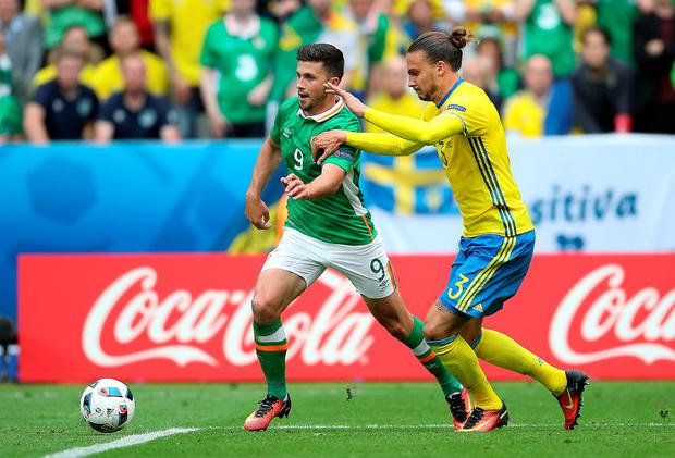 Republic of Ireland's Robert Brady (left) and Sweden's Erik Johansson battle for the ball during the UEFA Euro 2016, Group E match at the Stade de France, Paris. PRESS ASSOCIATION Photo. Picture date: Monday June 13, 2016. See PA story SOCCER Ireland. Photo credit should read: John Walton/PA Wire. RESTRICTIONS: Use subject to restrictions. Editorial use only. Book and magazine sales permitted providing not solely devoted to any one team/player/match. No commercial use. Call +44 (0)1158 447447 for further information.