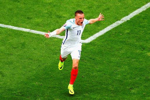 Jamie Vardy of England celebrates scoring England's first goal during the UEFA EURO 2016 Group B match between England and Wales at Stade Bollaert-Delelis on June 16, 2016 in Lens, France. (Photo by Clive Rose/Getty Images)