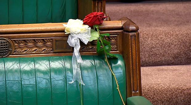 A white and red rose lie on Jo Cox's empty seat in the House of Commons, London, as MPs gather to pay tribute to her. PRESS ASSOCIATION Photo. Picture date: Monday June 20, 2016. See PA story POLITICS MP. Photo credit should read: PA Wire