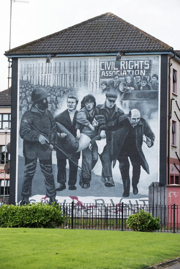 Pacemaker Press Belfast 08-08-2016: A mural in the Bogside area of L'Derry depicting Bishop Daly waving the white handkerchief . Picture By: Pacemaker.