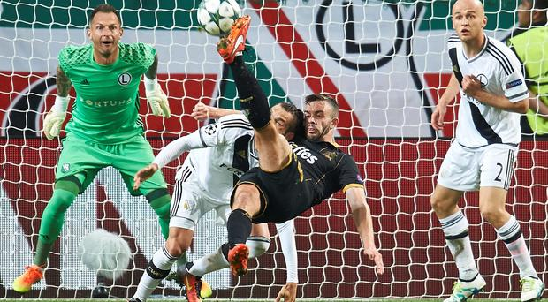 Robert Benson of Dundalk FC shoots on goal during Legia Warsaw v Dundalk FC - UEFA Champions League Play Off 2nd Leg at the Wojsko Polskie Stadium on August 23, 2016 in Warsaw, Poland. (Photo by Adam Nurkiewicz/Getty Images)