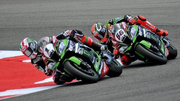 Jonathan Rea leads Tom Sykes
