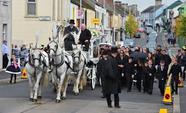 Hundreds of people from the travelling community gathered in Lurgan on Thursday to say their goodbyes to Violet Crumlish. Picture By: Arthur Allison.