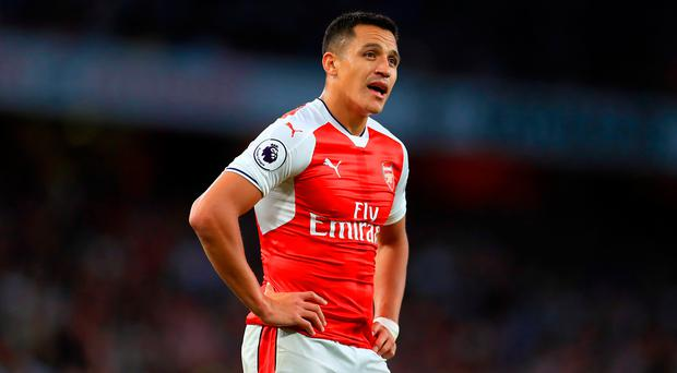 Arsenal's Alexis Sanchez could miss his club's clash with Manchester United after picking up an injury in training with Chile