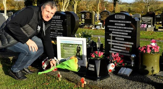 Davor Suker at the grave of George Best. Pic HNS