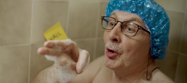 Allegro ad shows an elderly man learning the English language from scratch
