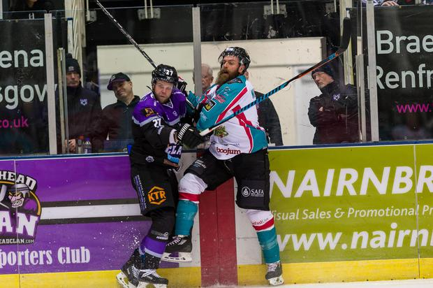 Braehead Clan 1-5 Belfast Giants. Monday 26 December 2016, SSE Arena, Belfast. Photo: Al Goold