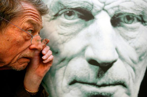 File photo dated 28/2/2006 of actor Sir John Hurt in front of a picture of Nobel Prize-winning Irish writer Samuel Beckett at the launch of the Beckett Centenary Festival, Dublin, as the veteran actor has died at 77 after a battle with pancreatic cancer. PRESS ASSOCIATION Photo. Issue date: Saturday January 28, 2017. The Oscar-nominated star was well known for roles including Quentin Crisp in The Naked Civil Servant, the title role in The Elephant Man and wand merchant Mr Ollivander in the Harry Potter films. See PA story DEATH Hurt. Photo credit should read: Julien Behal/PA Wire