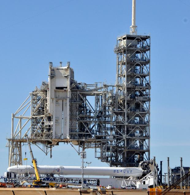 Spacex delay launch from nasa 39 s historic moon pad after for Space station florida
