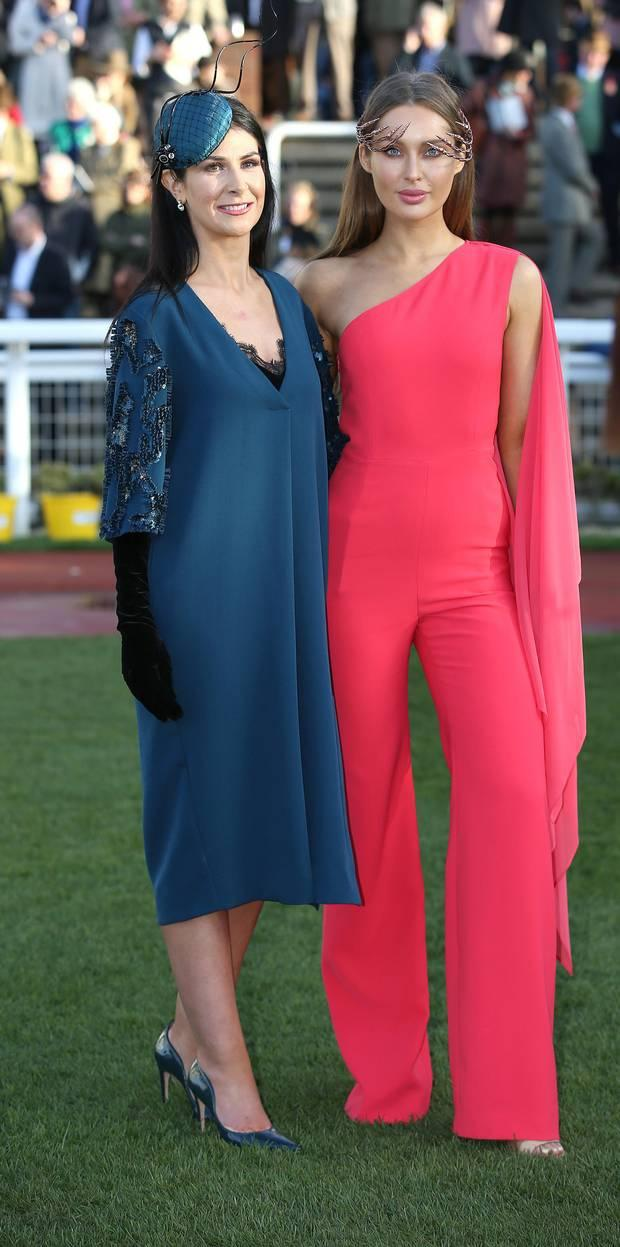 Una O'Farrell Feeney from Coalisland, Co. Tyrone, winner of the best dressed lady competition with Roz Purcell, judge, at the Cheltenham festival. Picture credit; Damien Eagers 15/3/2017