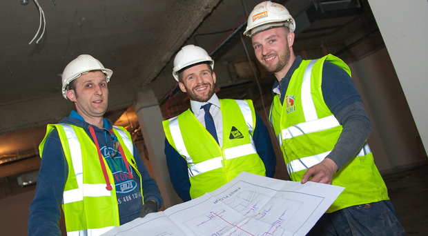 Lloyd Hannigan of Lisney Belfast (centre), with Carson Thompson and Wayne Kerr of MFE Contracts