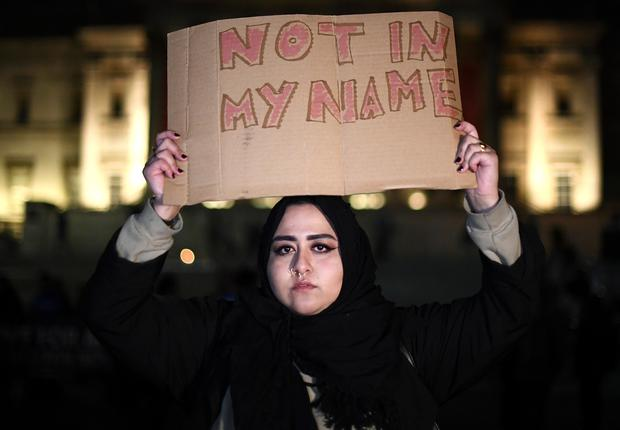 A woman holds a placard up during a candlelit vigil at Trafalgar Square on March 23, 2017 in London, England. (Photo by Carl Court/Getty Images)