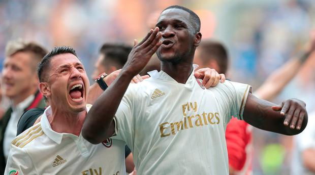 Cristian Zapata of AC Milan (R) celebrates his goal with his team-mate Gianluca Lapadula during the Serie A match between FC Internazionale and AC Milan at Stadio Giuseppe Meazza on April 15, 2017 in Milan, Italy. (Photo by Emilio Andreoli/Getty Images )