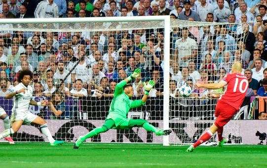 Real Madrid's Costa Rican goalkeeper Keylor Navas (C) tires to block the goal from a kick by Bayern Munich's Dutch midfielder Arjen Robben during the UEFA Champions League quarter-final second leg football match Real Madrid vs FC Bayern Munich at the Santiago Bernabeu stadium in Madrid in Madrid on April 18, 2017AFP/Getty Images