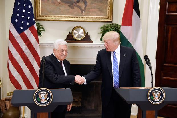 US president Donald Trump shakes hands with President Mahmoud Abbas of the Palestinian Authority after a joint statement in the Roosevelt Room of the White House on May 3, 2017 in Washington, DC. (Photo by Olivier Douliery-Pool/Getty Images)