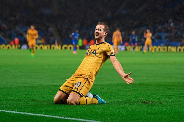 Harry Kane of Tottenham Hotspur celebrates as he scores their fifth goal and completes his hat trick during the Premier League match between Leicester City and Tottenham Hotspur at The King Power Stadium on May 18, 2017 in Leicester, England. (Photo by Laurence Griffiths/Getty Images)