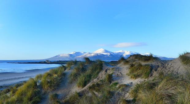 Pacemaker Press Belfast 04-02-2015: Award winning Tyrella beach, Downpatrick, County Down with the snow topped Mountains of Mourne. Picture By: Arthur Allison.