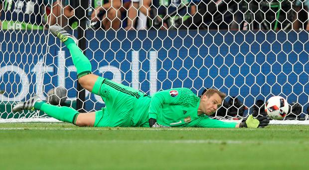 Manuel Neuer to miss rest of 2017 with foot injury