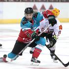 Press Eye Stena Line Belfast Giants v Fischtown Pinguins at the SSE Arena in Belfast: Jess Mason of Belfast Giants and Cory Quirk of Fischtown Pinguins at the SSE Arena Belfast.