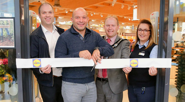 From left, Lidl area manager Paul Stuart, special guest rugby star Rory Best, Lord Mayor of Armagh City, Banbridge and Craigavon, Gareth Wilson and Nicola Fullen, store manager. Photo: Philip Magowan /Presseye