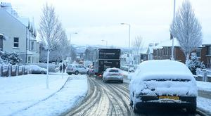 Pacemaker Press Belfast 08-12-2017: Police are advising road users to use extreme caution on the roads. Snow in North Belfast. Picture By: Arthur Allison/Pacemaker.