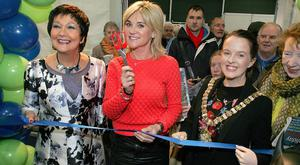 TV celebrity Anthea Turner gets ready to cut the ribbon to officially open the Belfast Telegraph Holiday World Show along with show organiserr Maureen Ledwith and Belfast Lord Mayor Nuala McAllister.