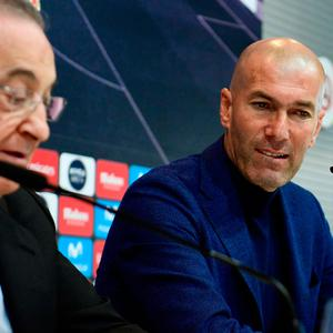 Zinedine Zidane (R) and club president Florentino Perez announce the manager's departure at Thursday's press conference.
