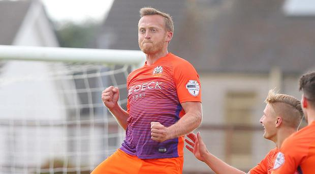 Sammy Clingan is staying at Glenavon.