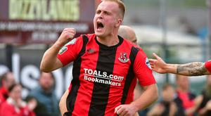 Crusaders' Jordan Owens equalised before late drama won the game for the visitors at Warrenpoint Town.