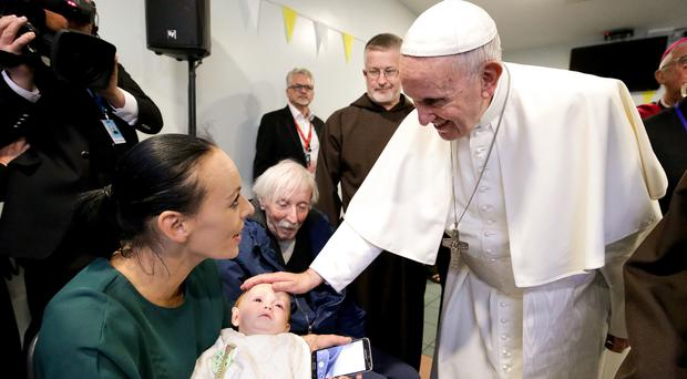 Pope Francis puts his hand on Bella Hartigan, aged 11 months (WMOF18/Maxwell)