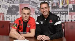 Former Derry City player Rory Hale signed a 2.5 year deal with Crusaders, watched on by his new boss Stephen Baxter.