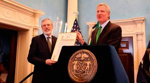 Gerry Adams (left) with New York Mayor Bill de Blasio at a St Patrick's Day function honouring the former Sinn Fein president last year
