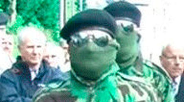 A dissident wearing mask, sunglasses and a beret