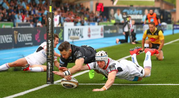 Glasgow Warriors' Tommy Seymour scores a try despite Michael Lowry of Ulster (INPHO/James Crombie)
