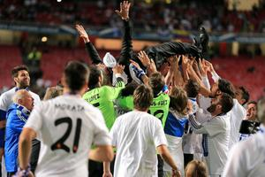 Real Madrid manager Carlo Ancelotti celebrates with his players after the UEFA Champions League Final at at the Estadio da Luiz, Lisbon, Portugal. PRESS ASSOCIATION Photo. Picture date: Saturday May 24, 2014. See PA story SOCCER Final. Photo credit should read: Nick Potts/PA Wire. RESTRICTIONS: Editorial use only. No commercial use. No video emulation. No false commercial association.