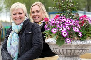 @Press Eye Ltd Northern Ireland- 14th   May   2014 Mandatory Credit -Brian Little/Presseye  Caroline  Nethery (left) and Leeann Sheerin From Omagh enjoying the colour of the Balmoral Show at the Maze/Longkesh  Picture by  Brian Little/Presseye