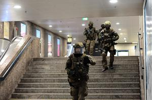 Police walks inside a subyay station Karlsplatz (Stachus) near a shopping mall following a shooting on July 22, 2016 in Munich. AFP/Getty Images