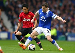 LIVERPOOL, ENGLAND - APRIL 20:  Seamus Coleman of Everton holds off a challenge from Shinji Kagawa of Manchester United during the Barclays Premier League match between Everton and Manchester United at Goodison Park on April 20, 2014 in Liverpool, England.  (Photo by Alex Livesey/Getty Images)