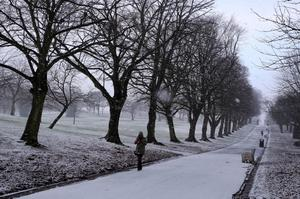 The scene in Derry's Brooke Park as snow hits  the North West.  Photo Lorcan Doherty / pressye.com