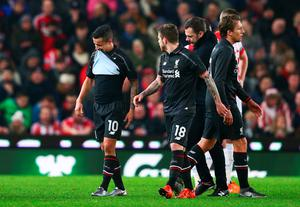 STOKE ON TRENT, ENGLAND - JANUARY 05:  Philippe Coutinho of Liverpool leaves the pitch due to injury during the Capital One Cup semi final, first leg match between Stoke City and Liverpool at the Britannia Stadium on January 5, 2016 in Stoke on Trent, England.  (Photo by Clive Mason/Getty Images)