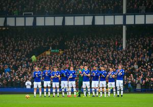 "Everton players observe a minute's applause in memory of Graham Taylor and Jim Greenwood before the Premier League match at Goodison Park, Liverpool. PRESS ASSOCIATION Photo. Picture date: Sunday January 15, 2017. See PA story SOCCER Everton. Photo credit should read: Peter Byrne/PA Wire. RESTRICTIONS: EDITORIAL USE ONLY No use with unauthorised audio, video, data, fixture lists, club/league logos or ""live"" services. Online in-match use limited to 75 images, no video emulation. No use in betting, games or single club/league/player publications."